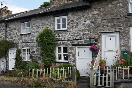Cosy Cottage in the heart of the village. - Llanrhaeadr-ym-Mochnant