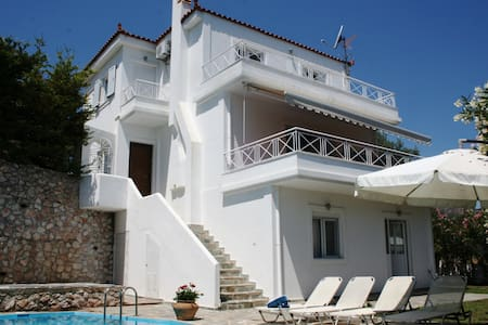 Stylish Family Villa with Pool near to Nafplion