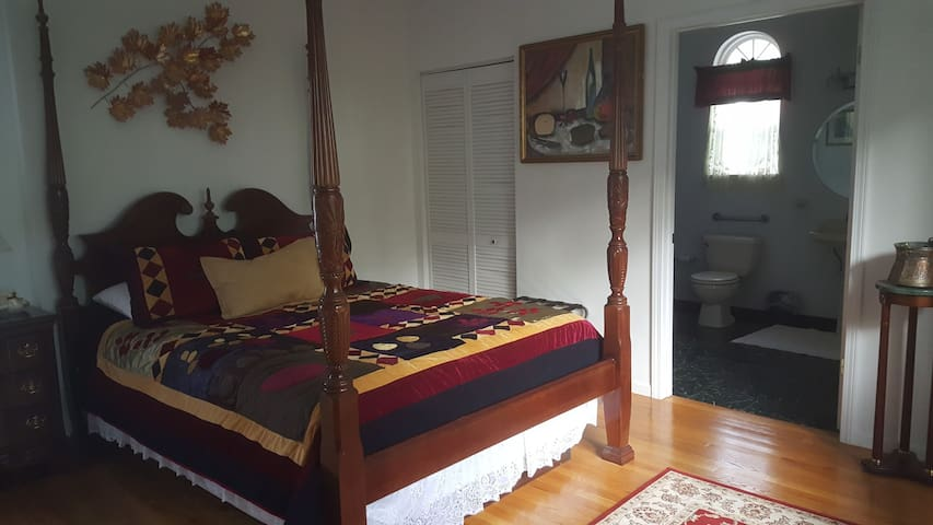 Valiant Room Victorian Bed & Breakfast-Great Deal!