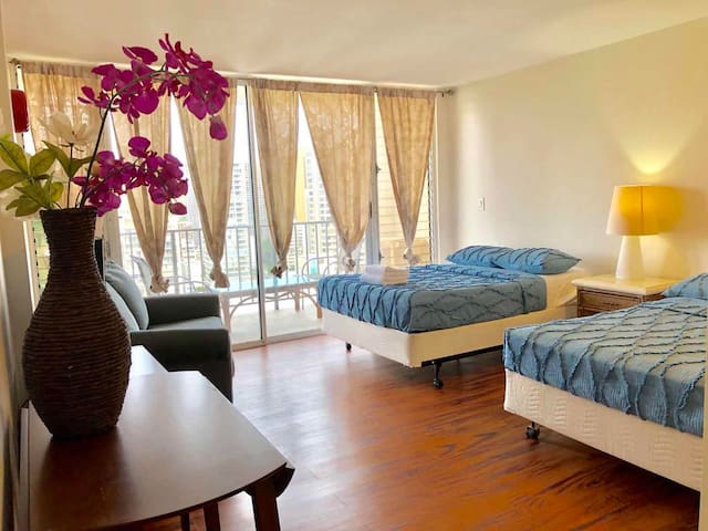 Amazing vacation home (Condo) in heart Waikiki