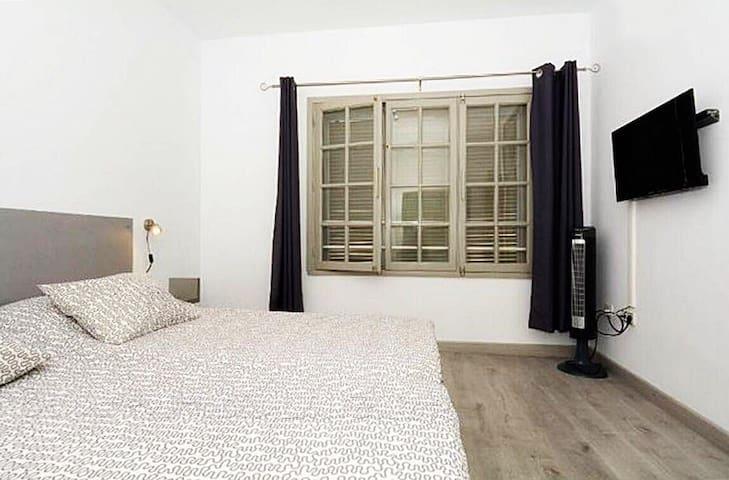 Bedroom with 2 single beds - Dormitorio con 2 camas individuales - Schlafzimmer mit 2 Einzelbetten