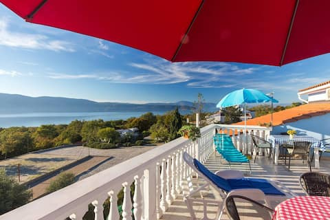 Вилла Mikuleto Apartment с видом на море