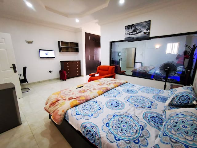 Abuja - Posh Penthouse Apartment with Jacuzzi