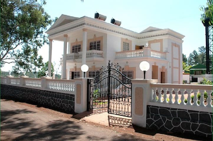 White house 2 BHK in Panchgani