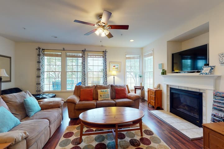 Bear Trap Dunes 1st floor condo w/ basketball court, tennis court, and pool