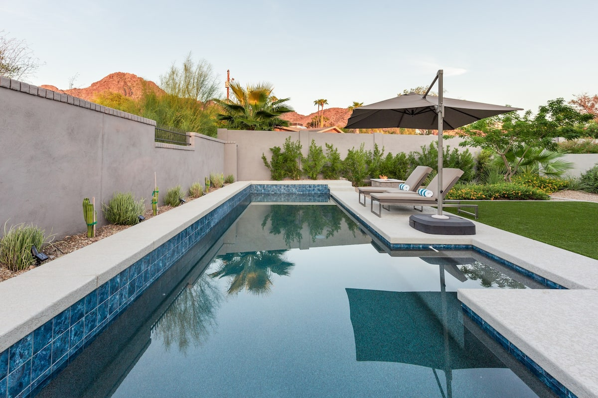 Hamilton House - A Modern Guest House with Private Patio