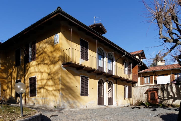 Historical two floor's cottage with garden - Pollone - Villa