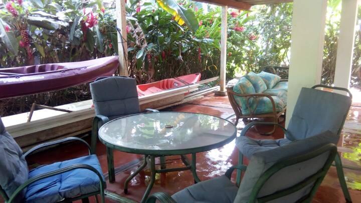 La CaZona - Green Parrot Room