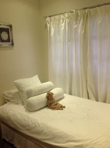 Neat Room in house. - Kempton Park - House