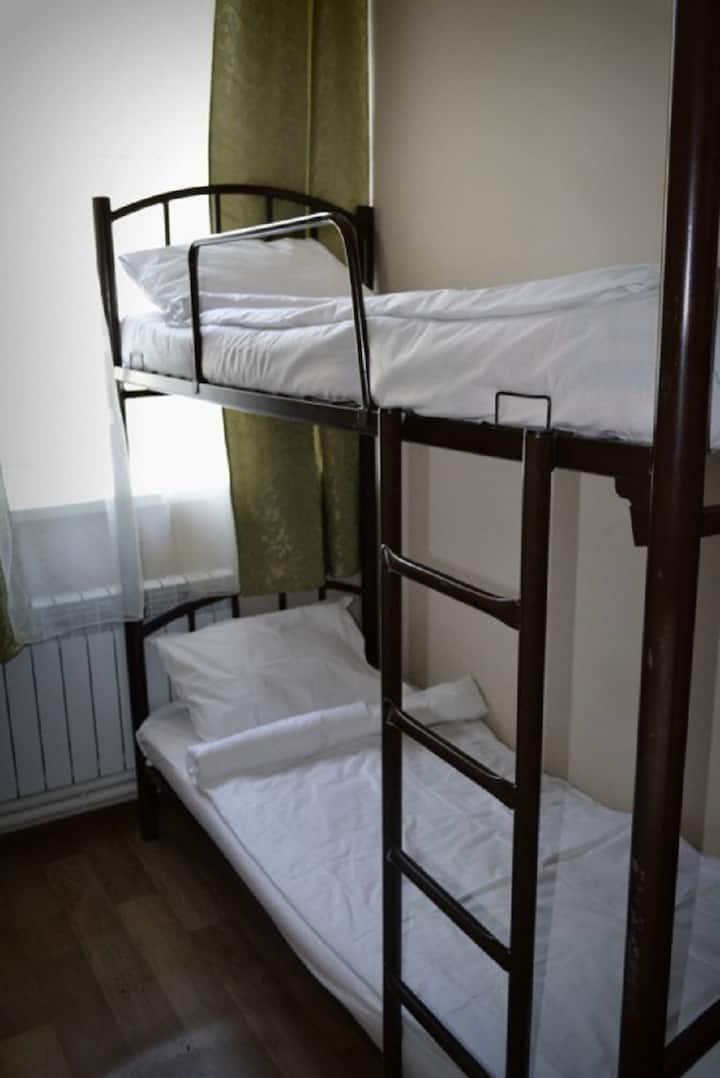Кровать в 4м. мужском номере (География успеха)