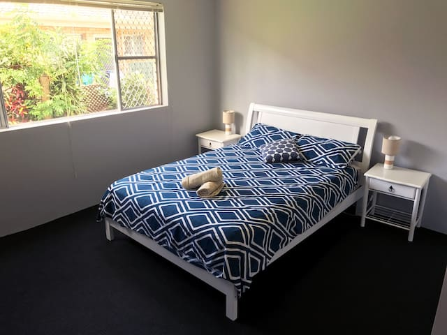 Specious Bedroom In Surfers Paradise!