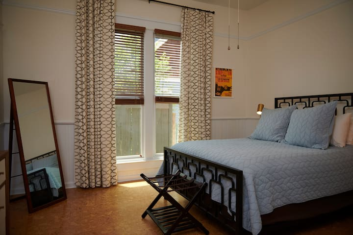 Large Bedroom with 12' ceiling, Comfy Queen Bedroom with Summer Quilt