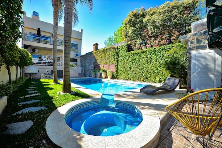 Fabulous Villa with Garden, Pool table, Sw/pool!