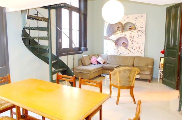 2 bedrooms, spacious, sunny! Balcony, patio!