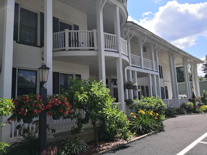 Historic Hotel Broadalbin Adirondack Room 3
