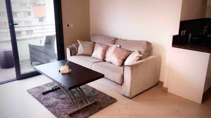 Beautiful Apartment 2 Rooms / Sea and City Center