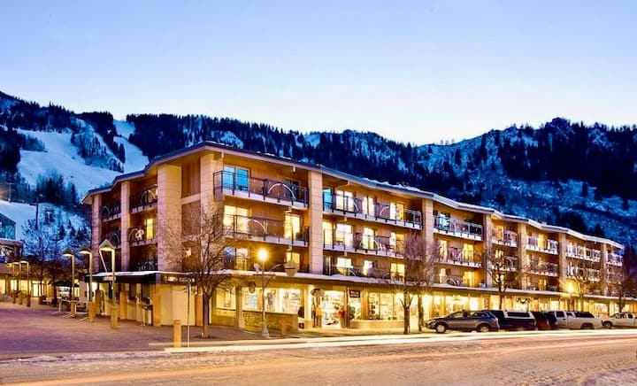 Modern Ski-In/Ski-Out Aspen Penthouse Condo