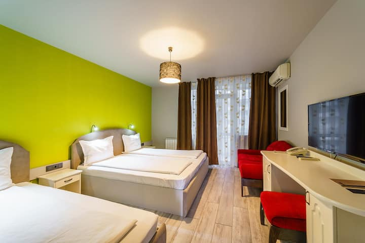 DOUBLE ROOM in BlVD7 Hotel
