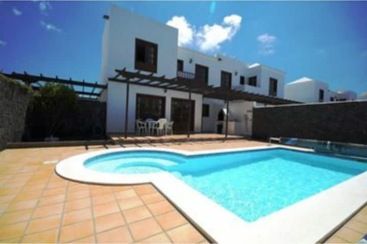 """Stylish Villa """"Calima"""" with Mountain View, Pool, Fast Wi-Fi, Balcony, Garden & Terrace; Parking Available"""