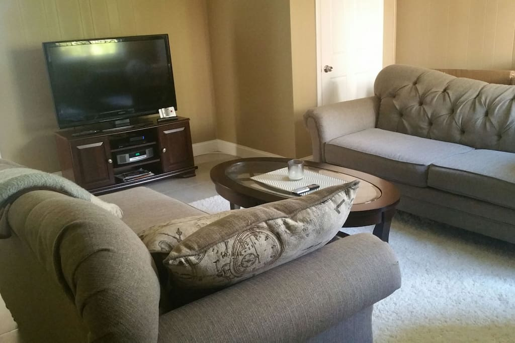 family room with tv, Bose sound system, comcast cable tv
