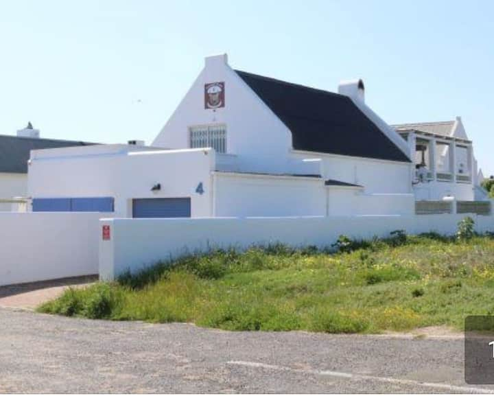 SELF CATERING HOUSE ACCOMMODATION IN PATERNOSTER.