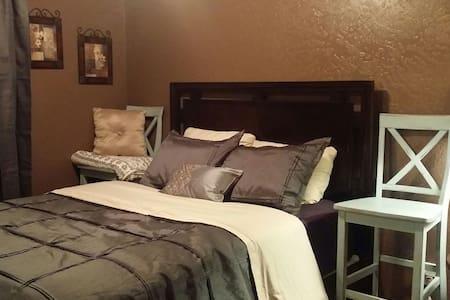 2 Charming cozy bedrooms w/fullbath - Ridgecrest