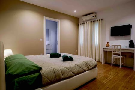 (R3) Spacious luxury Double Bed& private bathroom