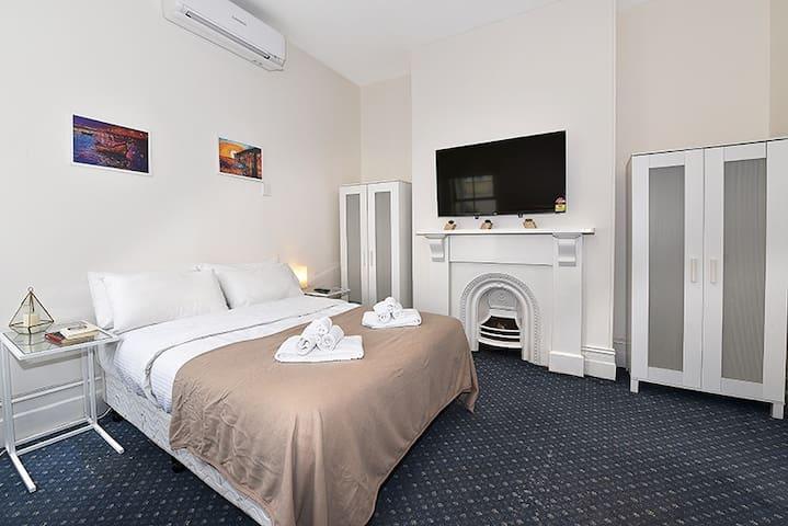 Nice Studio Apartment Next to Melbourne Uni!