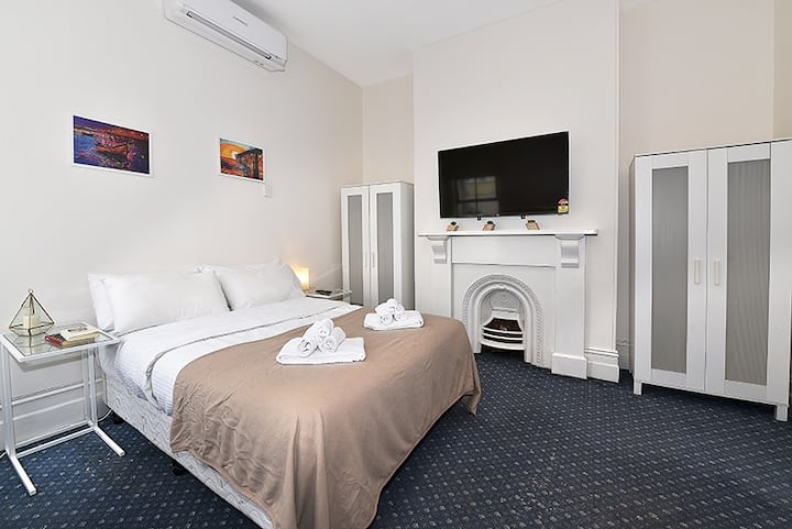 Nice Studio Apartment Next to Melbourne Uni!