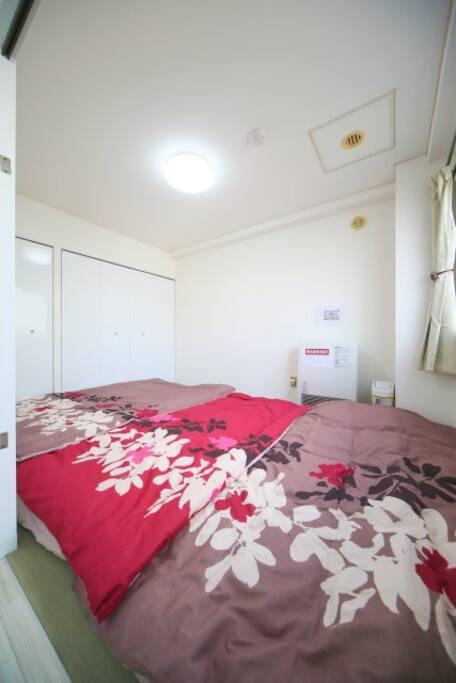 布団は和室に3組敷けます。 You can lay out 3 futons in Japanese room.