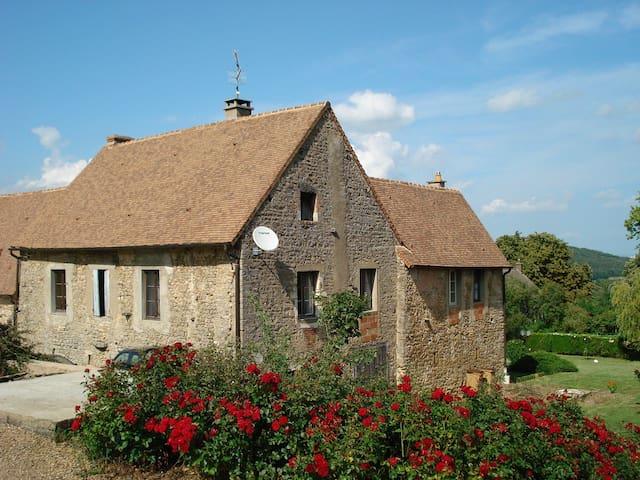 Gite avec piscine en Bourgogne - Bissey-sous-Cruchaud - บ้าน