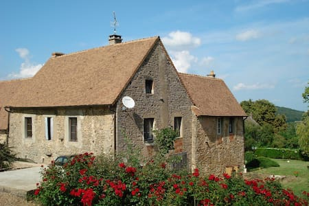 Gite avec piscine en Bourgogne - Bissey-sous-Cruchaud - Hus