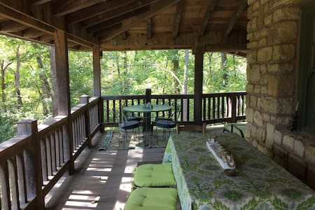 Room type: Private room Property type: House Accommodates: 2 Bedrooms: 1 Bathrooms: 2