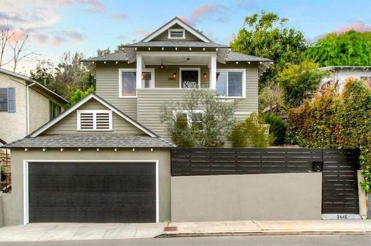 Charming 1 BR/1BA in Silver Lake Craftsman