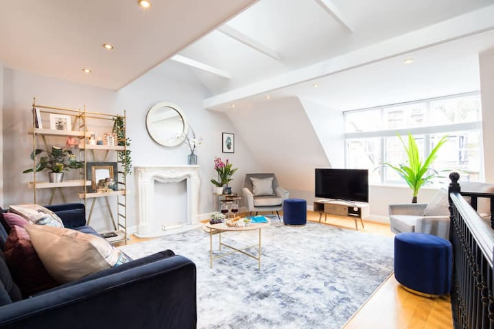 Stylish 2BR House *Chelsea *Terrace