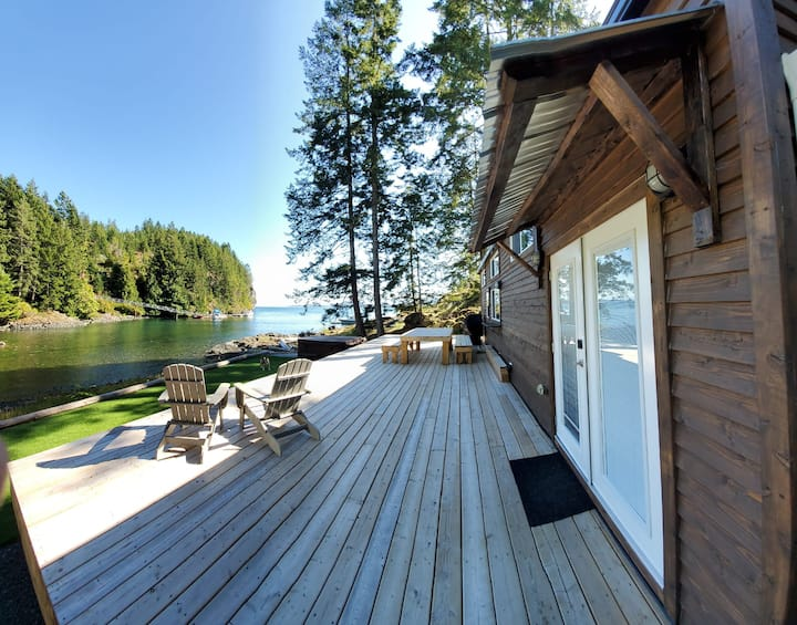 The Cove on Quadra - Luxury Waterfront Tiny Home