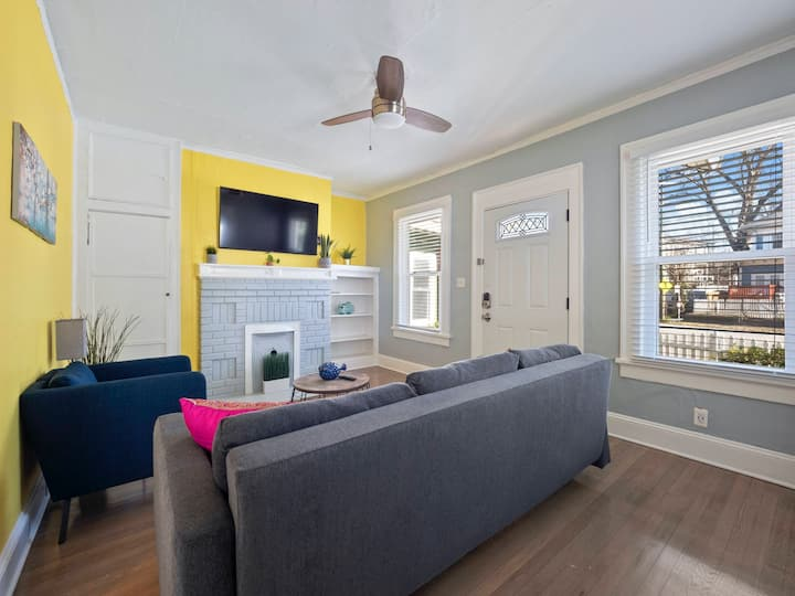 Midtown Magic: Cozy apartment with great energy.