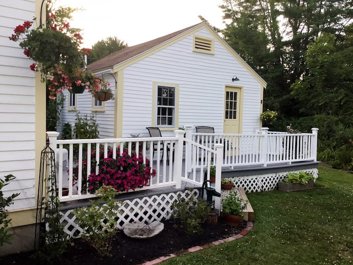 Quaint New England Cottage Perfect for Two!
