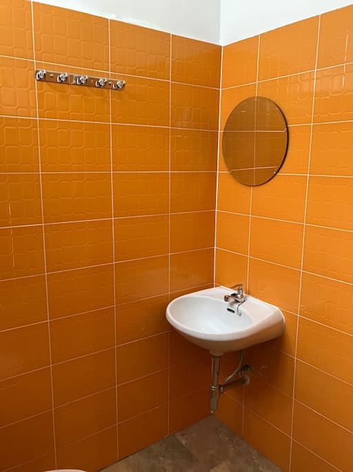 Freshen up with the lively tones of tangerine bathroom.Yr day is gonna be great.