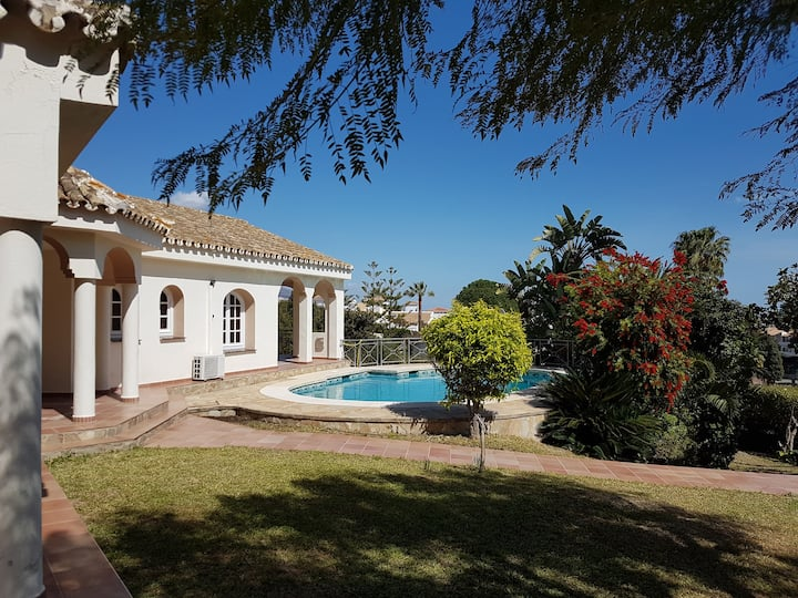 Super villa with private pool and good location