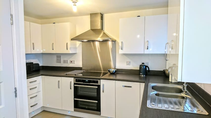 Immaculate 2 Bed Tonbridge Town Centre New House