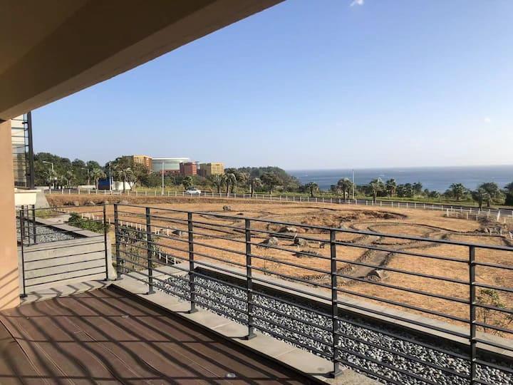 중문해변 바로 앞에 플러스 베란다형 고급 아파트집  바다 전망 좋은 환경