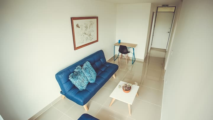 Apartamento cómodo/Cerca Estación Metro/Poblado