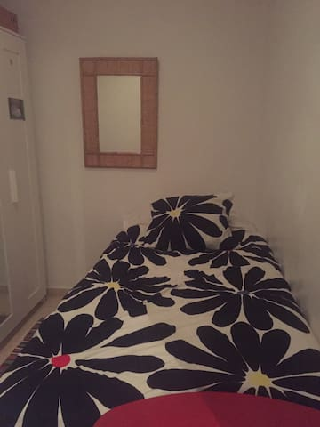 Room single bed in La Barceloneta neighborhood