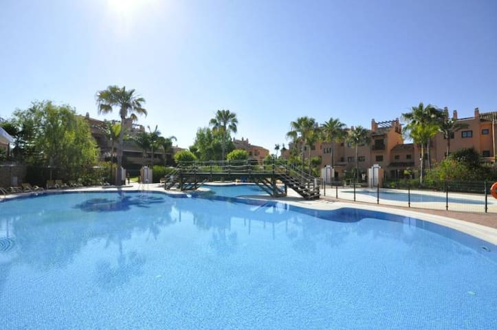 BEAUTIFUL GARDEN APARTMENT NEW GOLDEN MILLE - Estepona