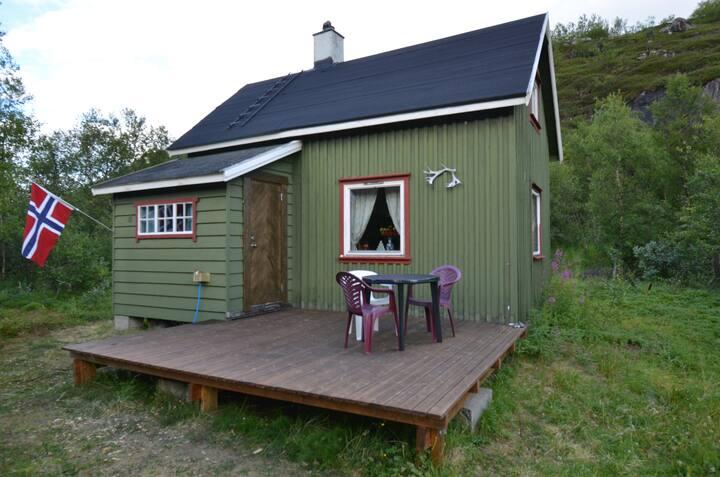 Idyllisk hytte ved E6