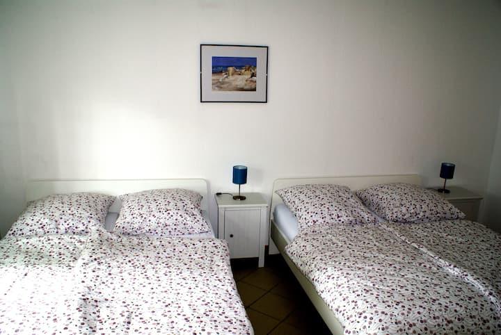 Schöne moderne 56qm Ferienwohnung für 4 Personen
