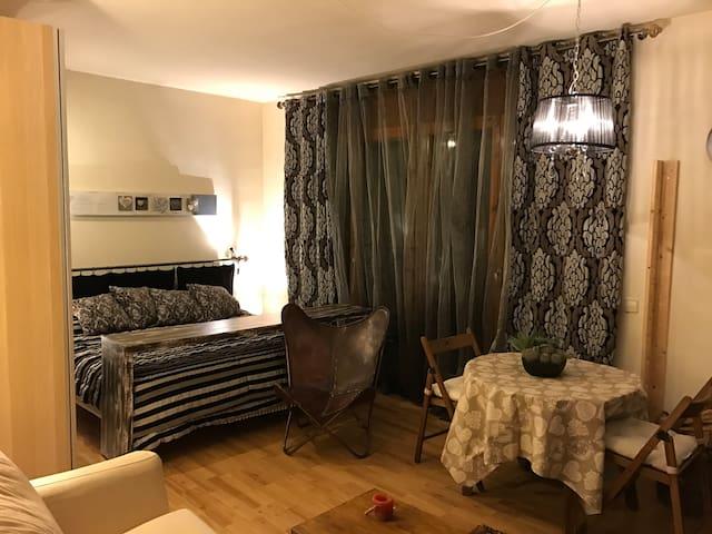 PIS AMB ENCANT PER PARELLES/PISO CON ENCANTO - Ordino - Apartament
