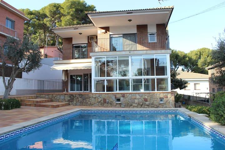 Casa con piscina y sauna en Castelldefels (BCN)