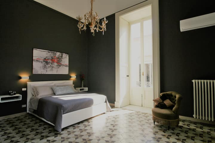 Chez Moi Charme B&B - The Black Room